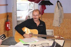 Vous aimez la Guitare? faites comme eux , venez apprendre et jouer avec nous dsc03368-300x200